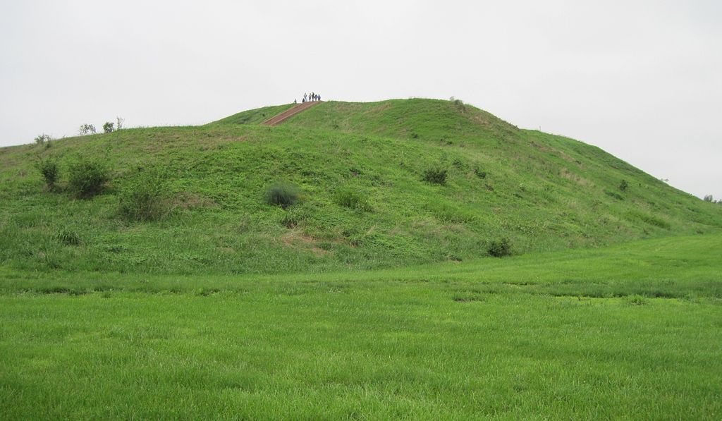 JW_SIGP_LABELS_08 1024px-Monks_Mound_Cahokia_3995a.jpg