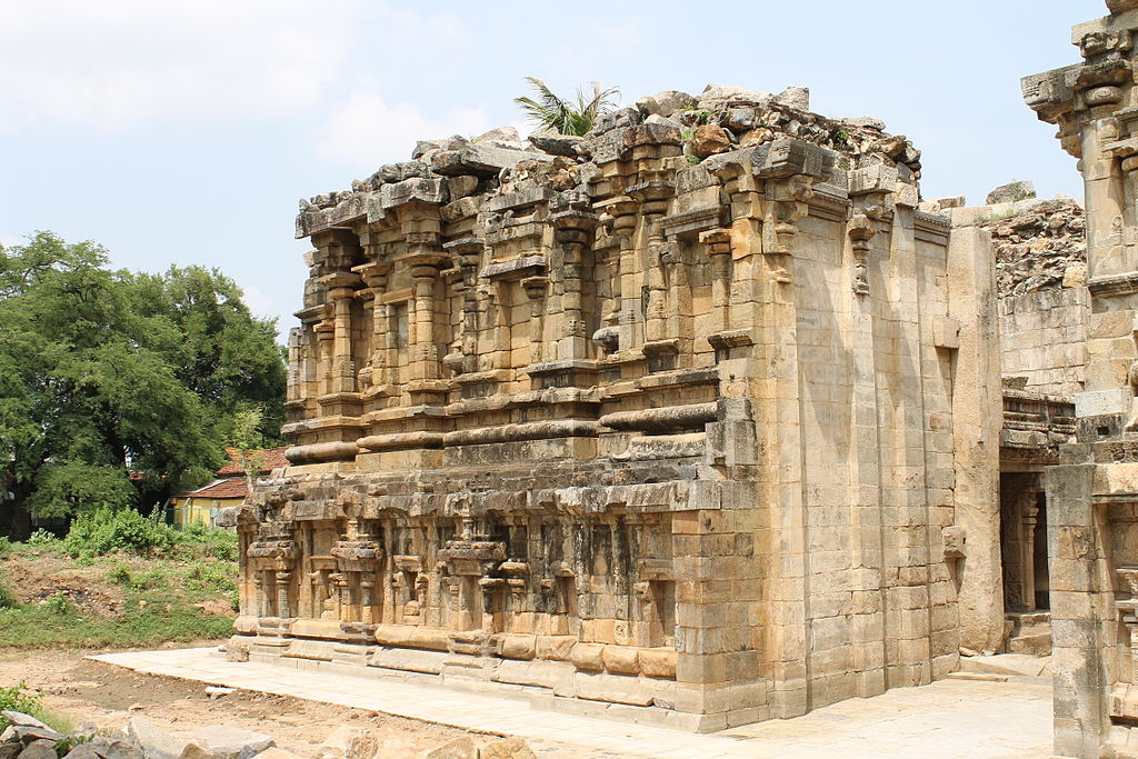 JW_SIGP_LABELS_08 1024px--Ruined_beauty_of_Airavatesvara_Temple-.JPG