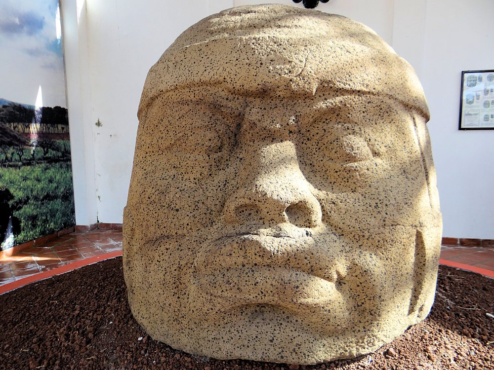 JW_SIGP_LABELS_08 Colossal_Olmec_Head_Monument_Q_Tres_Zapotes.jpg