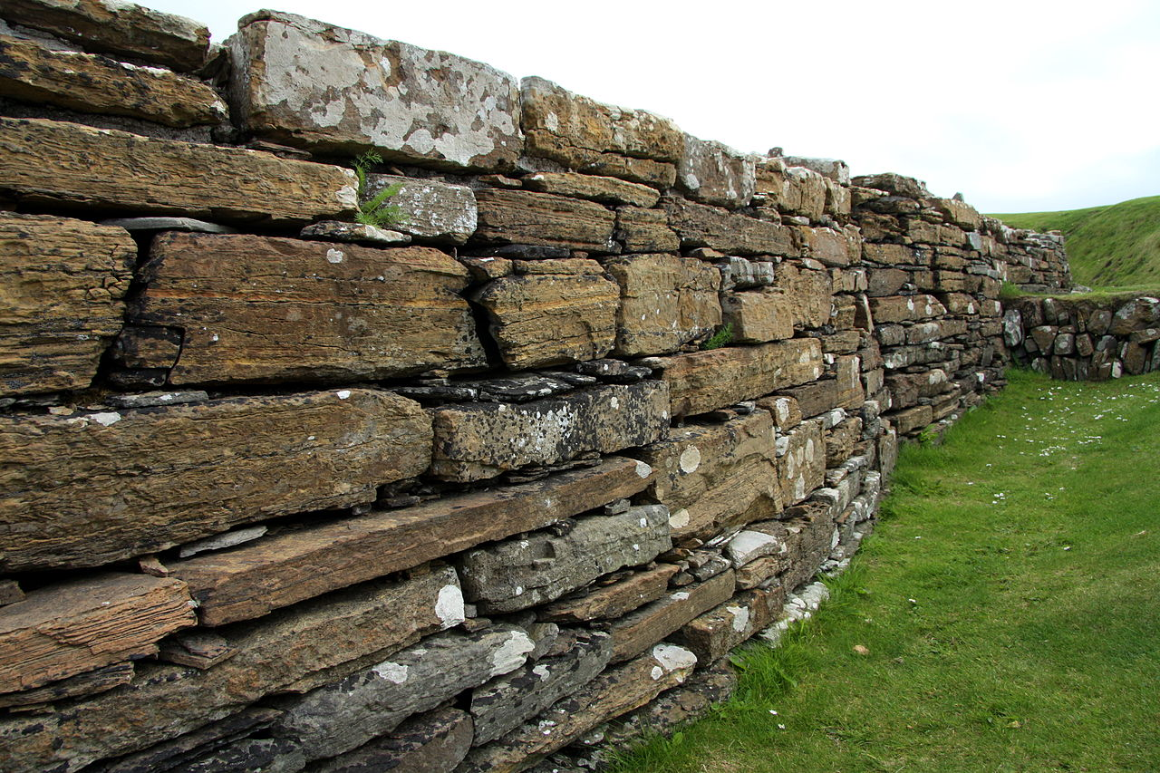 JW_SIGP_LABELS_08 1280px-Broch_of_Gurness_in_summer_2012_(10).JPG