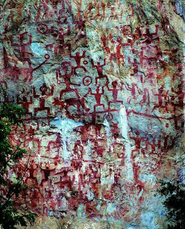 Петроглифы Хуашань (Zuojiang Huashan Rock Art)