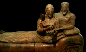 Этрусское искусство. Саркофаг супругов. Sarcophagus of the Spouses, sixth century BC; National Etruscan Museum, Villa Giulia, Rome. (Источник: wikipedia.org, GerardM)